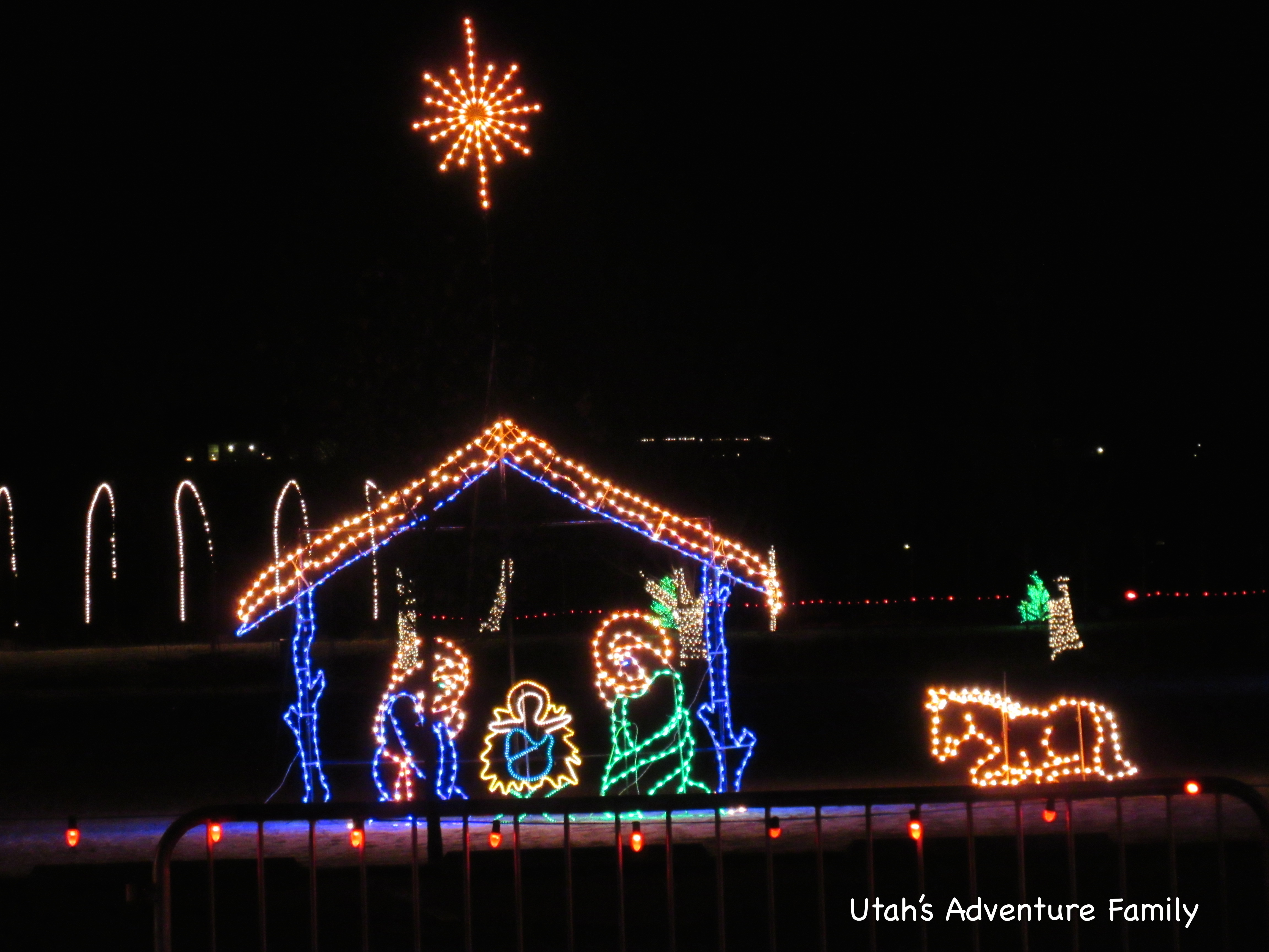 there is a nativity made of lights - Spanish Fork Christmas Lights