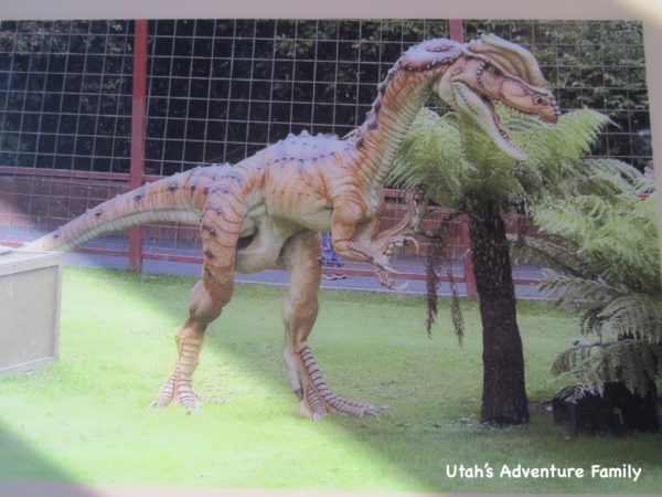 This is an artist's rendering of the dinosaur Dilophosaurus who made the tracks.