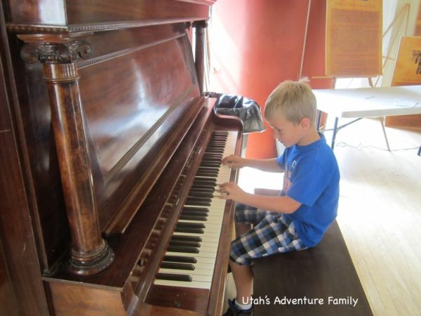 Playing the piano in the legislative hall