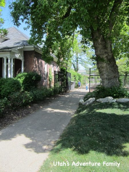 The entrance to Gilgal Gardens is right between some homes.