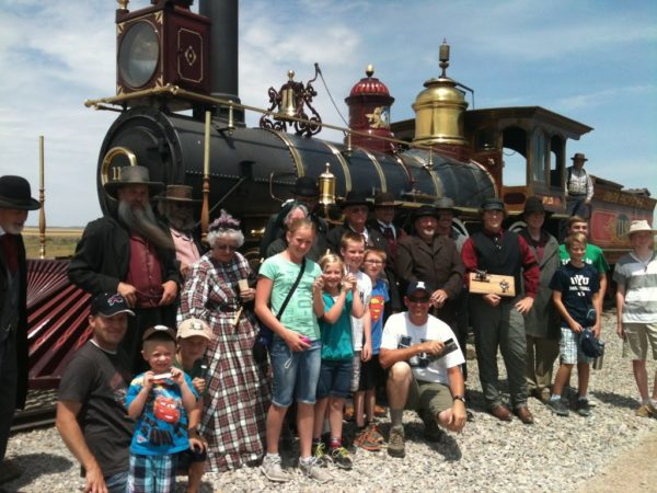 They let everyone who wanted to come up and take a picture with the reenactment cast.